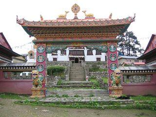 Portail d'entrée du monastère de Tengboche1